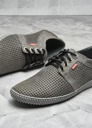 Классные мужские летние туфли левис