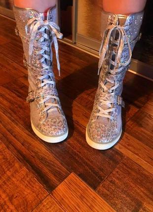 Стильние блестящие кеди кроссовки