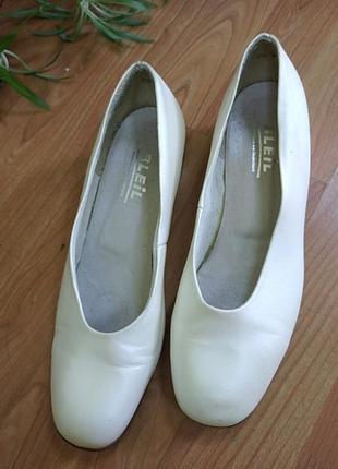 Актуальные туфельки жемчужного цвета