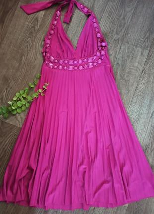 Красивое плессированное платье