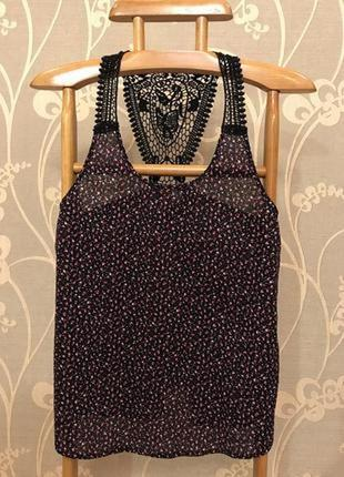 Очень красивая и стильная брендовая блузка в цветочках...100% коттон 20.