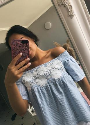 Блузка в полоску голубая