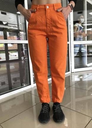 Штаны катоновые джинсы момс летние цветные оранжевого цвета