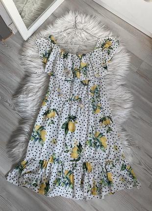 Платье со спущенными плечами лёгкое в горошек