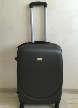 Складе большой пластиковый чемодан на колёсах валіза сумка