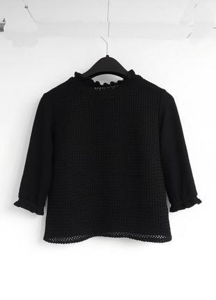 Черный топ zara с рюшами на рукавах и воротнике прозрачный перед в красивый узор