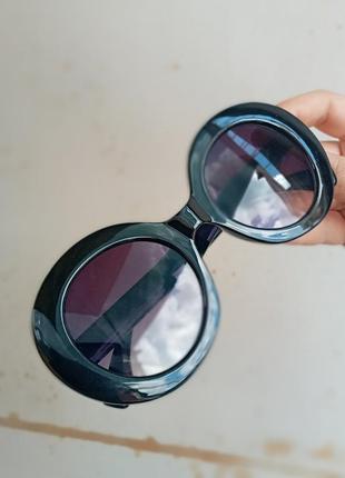 Стильные круплые круглые чёрные очки с шипами в пластмассовый оправе7 фото