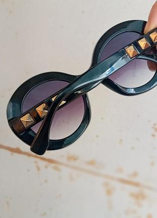 Стильные круплые круглые чёрные очки с шипами в пластмассовый оправе8 фото