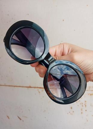 Стильные круплые круглые чёрные очки с шипами в пластмассовый оправе6 фото