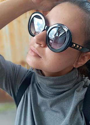 Стильные круглые очки с шипами в пластмассовый оправе