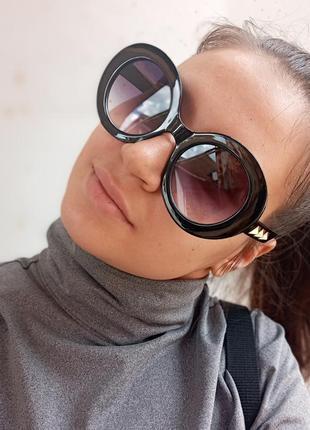 Стильные круплые круглые чёрные очки с шипами в пластмассовый оправе5 фото