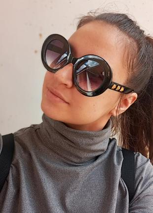 Стильные круплые круглые чёрные очки с шипами в пластмассовый оправе4 фото