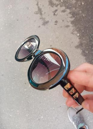 Стильные круплые круглые чёрные очки с шипами в пластмассовый оправе
