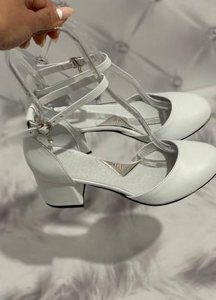 Шкіряні туфлі босоніжки круглий носик кожаные туфли
