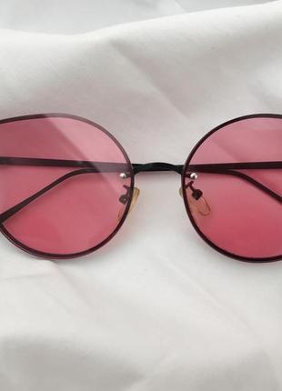 Солнцезащитные очки с розовыми линзами1 фото