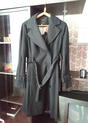 Чёрное пальто с поясом ted baker