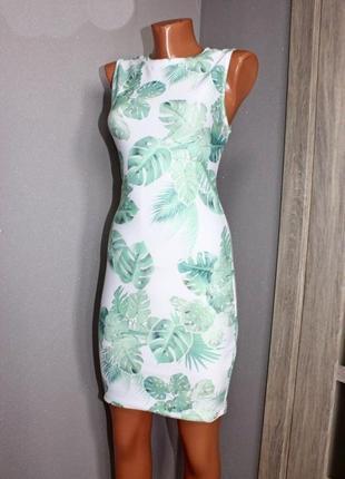 Шикарное платье футляр clockhouse белое в тропический принт