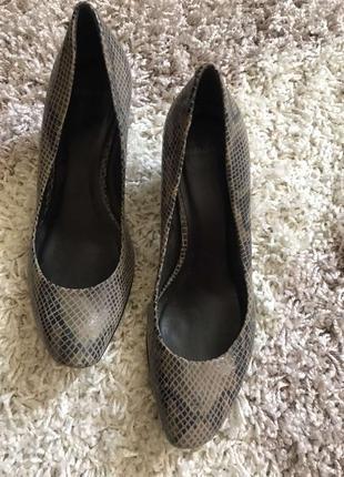 Стильные туфли кожаные низкий широкий каблук новая коллекция скидки недорого модные