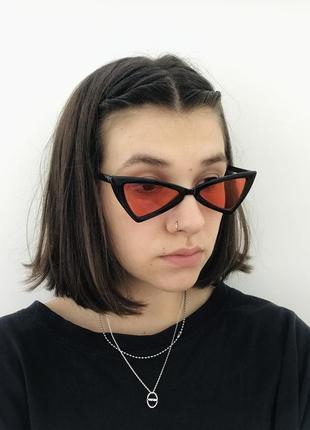 Стильные солнцезащитные очки с красными линзами2 фото