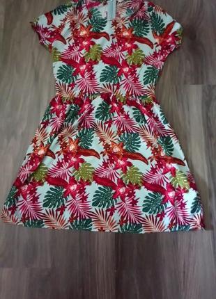 Платье в тропический принт