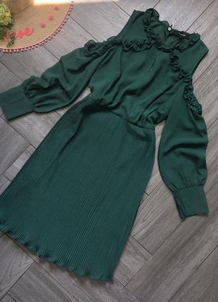 Платье изумрудного цвета