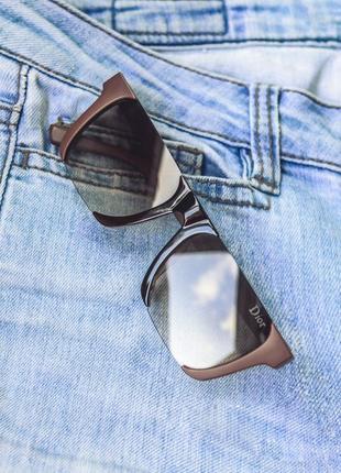 Новые солнцезащитные очки в стильной оправе