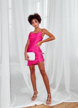 Трендовое короткое шелковое платье коктейльное платье