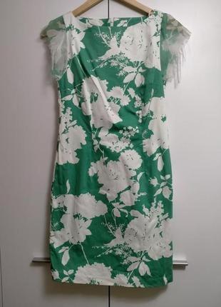 Платье бело зелёное по фигуре летнее легкое в цветочек