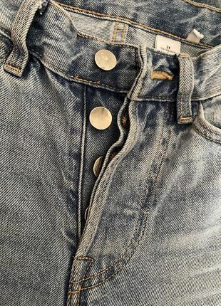 Светлые плотные джинсы