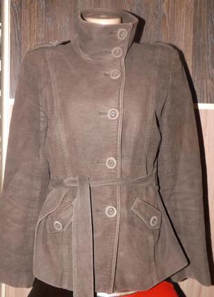 Пиджак, плащ, куртка.