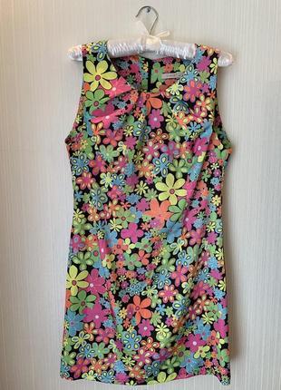 Яркое платье в цветочек