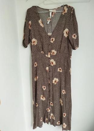 Платье халат на пуговицах в цаеточный принт h&m.