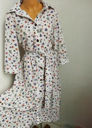 Платье на пуговицах в цветочный принт.