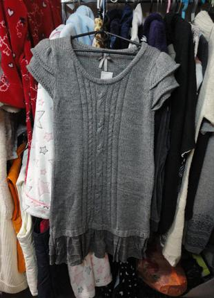 Стильное платье со вставкой внизу