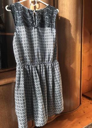 Очень хорошое летное платья с кружевом