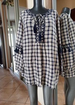 Стильная с вышивкой и шнуровкой спереди туника большого размера
