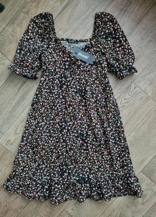 Красивое платье свободного кроя в цветочный принт с пышными рукавчиками