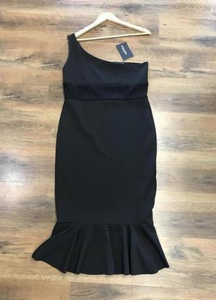 Красивое чёрное платье на одно плечо