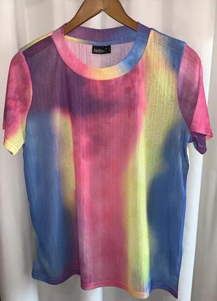 Цветная легкая футболка