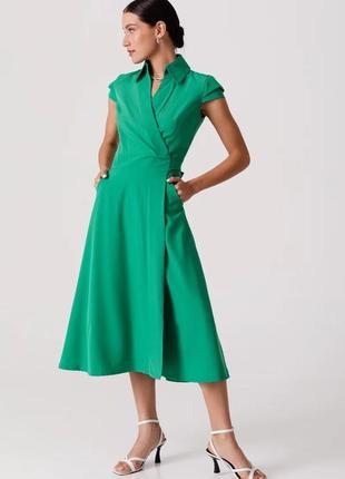 Женственное зеленое платье
