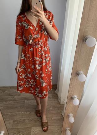 Платье цветочный принт jacqueline de yong оранжевое миди