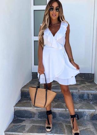 Платье белое лён на запах с рюшами
