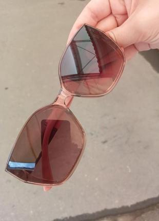 Стильные женские очки в прозрачной оправе с широкой дужкой10 фото