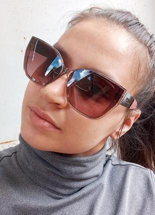 Стильные женские очки в прозрачной оправе с широкой дужкой7 фото
