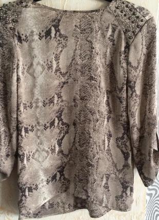 Красивая блуза zara змеиный принт