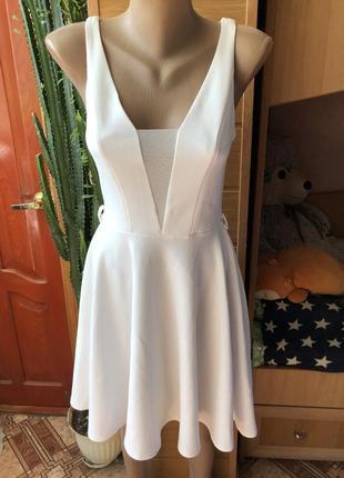 Шикарное белое платье