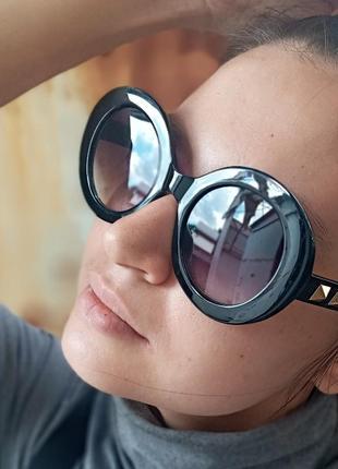 Стильные круглые очки с шипами стиль вне времени