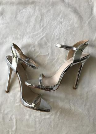 Босоножки серебряные, размер 39