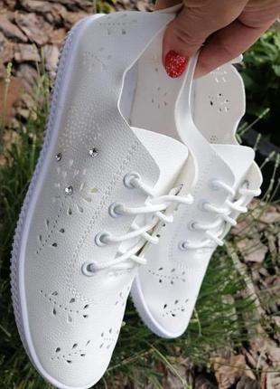 Легенькі кросівки