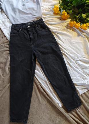 Базовые черные джинсы мом